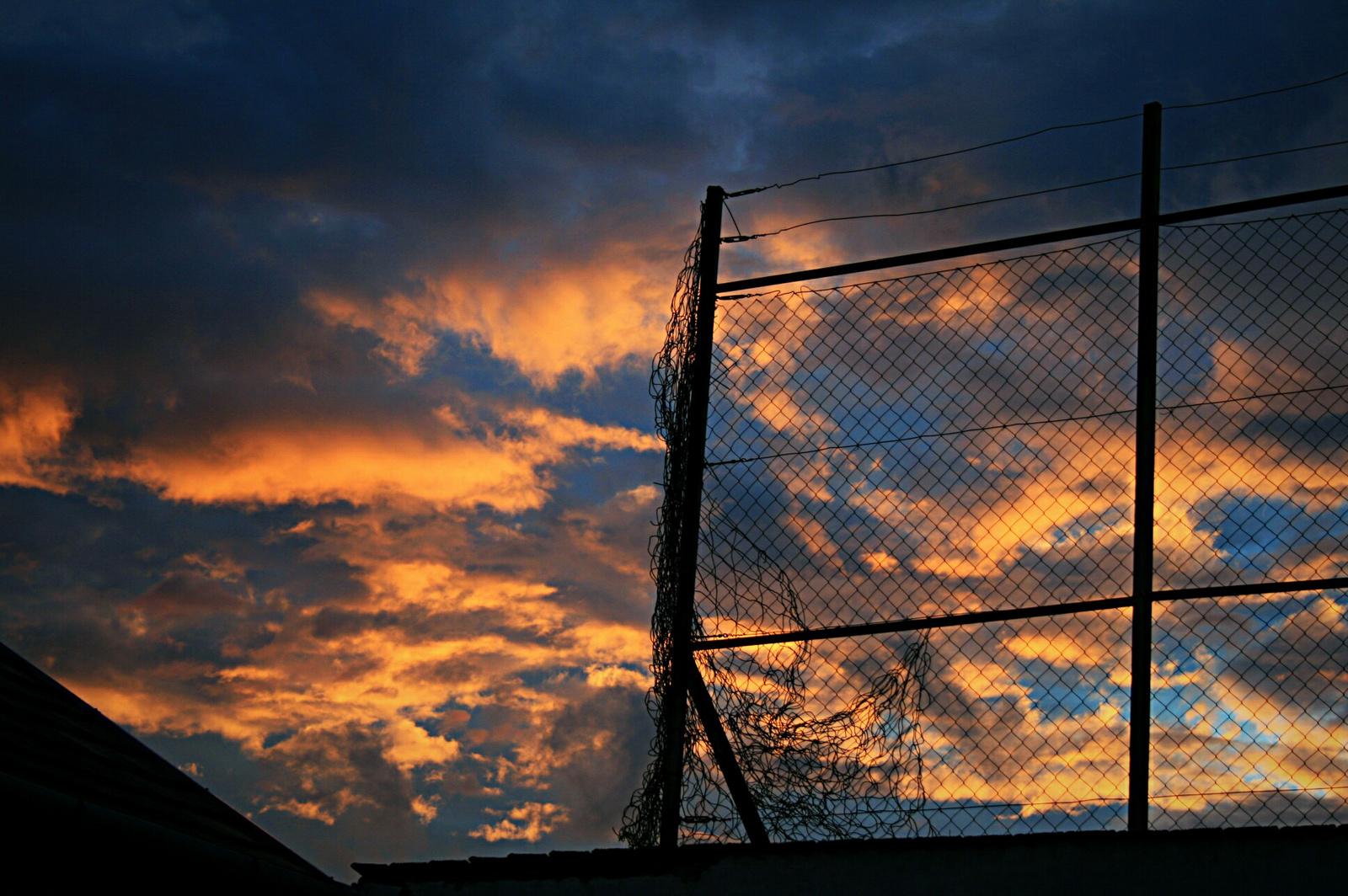 Kerítésszaggató vihar