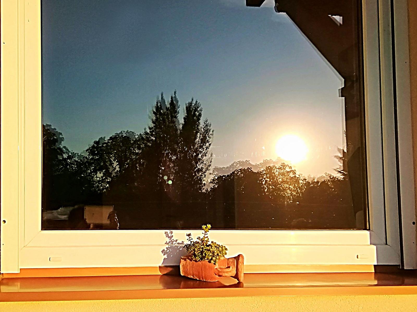 Naplemente az ablakban