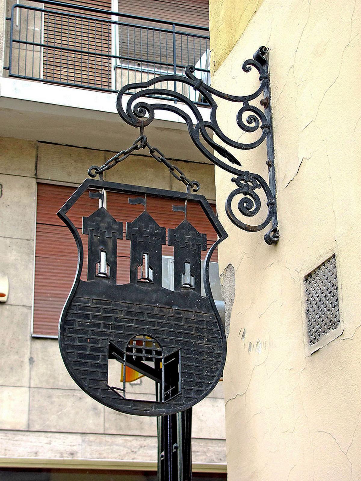 Buda régi címere - V Apáczai Csere János u