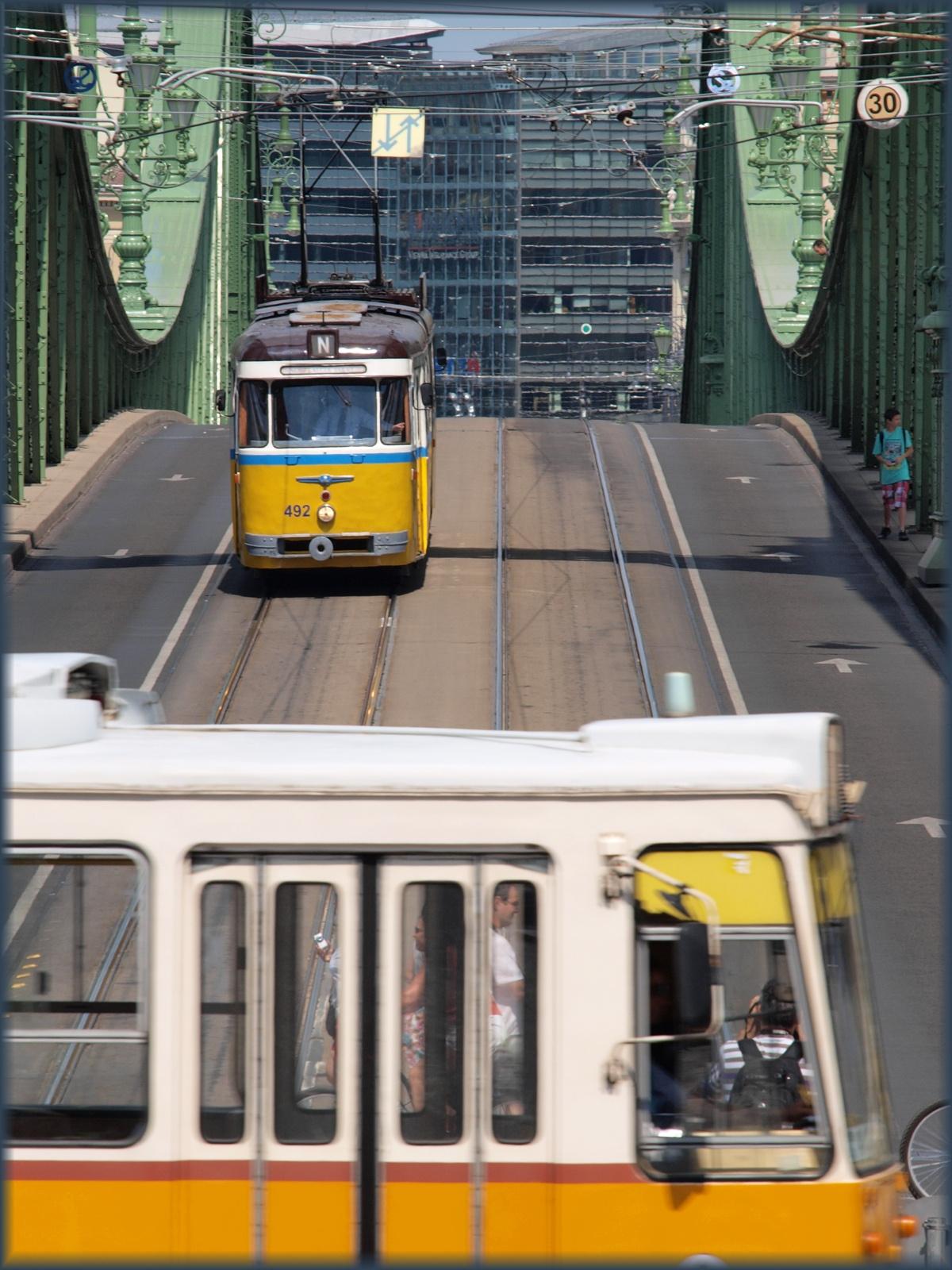 FVV nosztalgiavillamos a Szabadság hídon