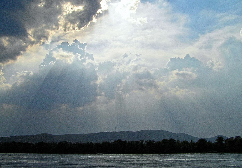 kicsi enyhülés hozó felhők