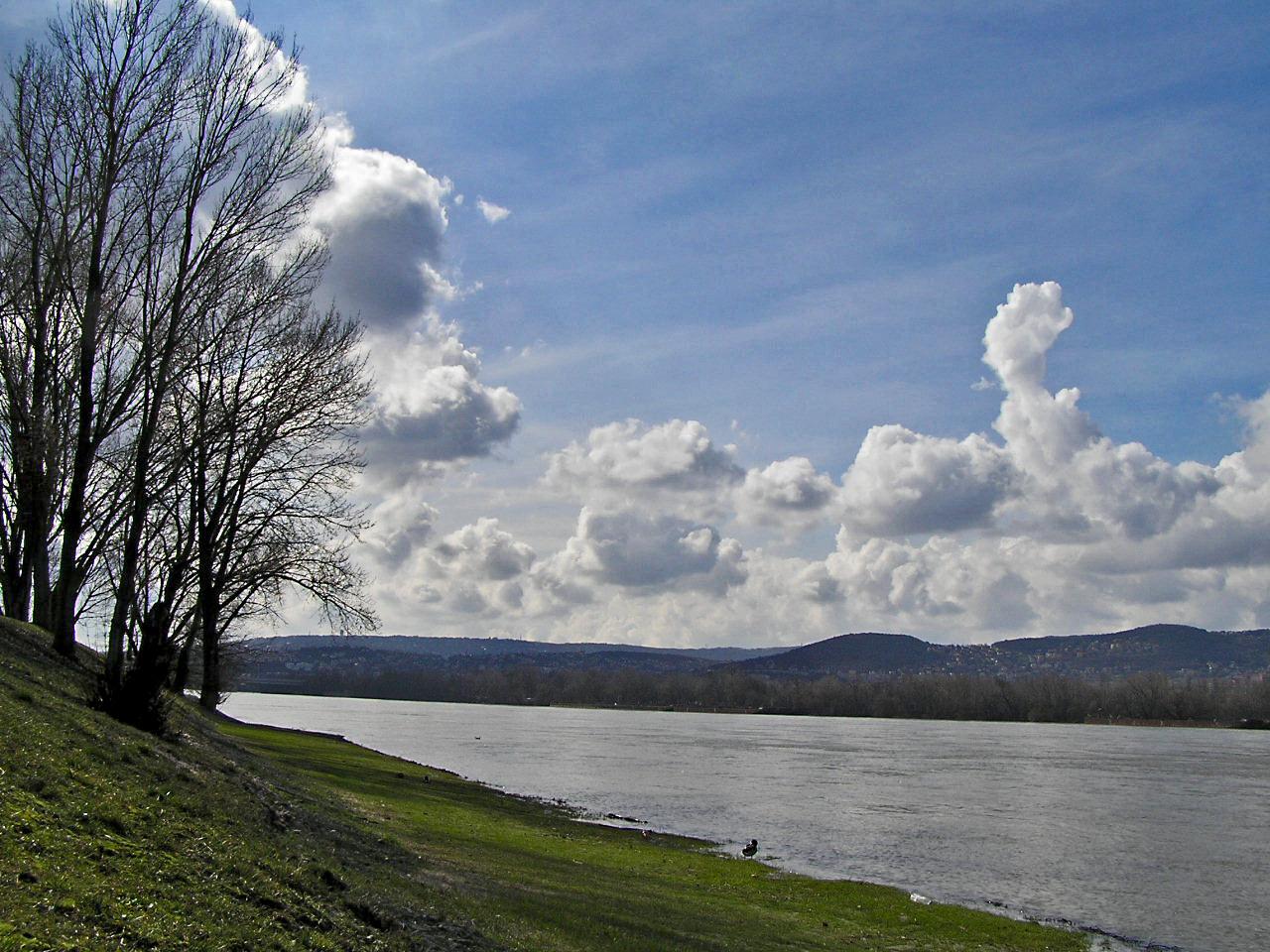 Felhők a Duna felett