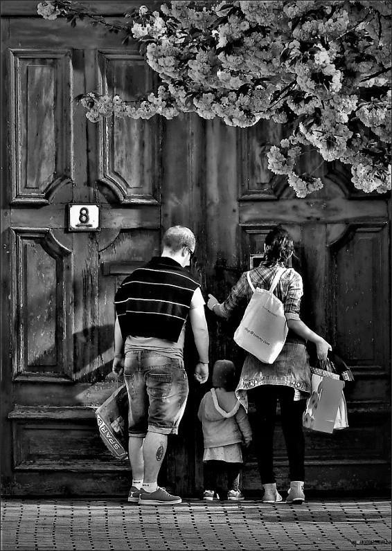 Nagy kapu ,kis család