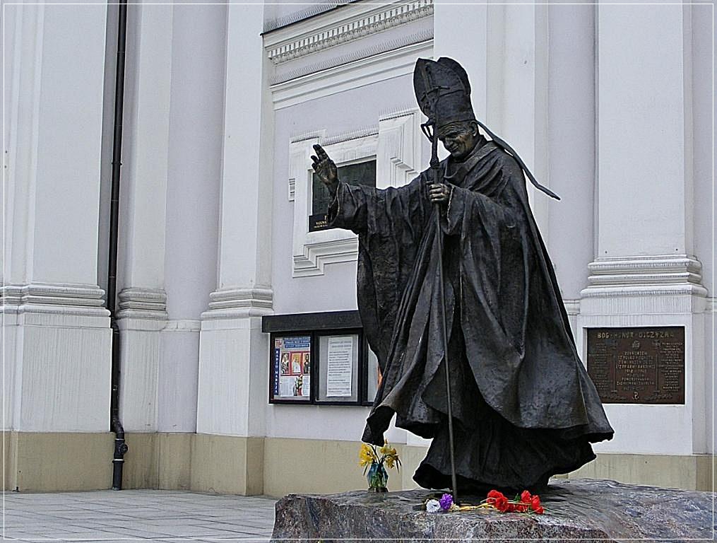 II János Pál szobra