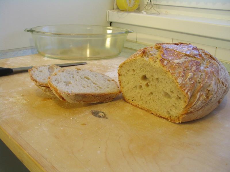 7 kenyér megszegve