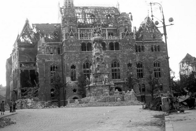 SzentharomsagTer-1945-fortepan.hu-45564