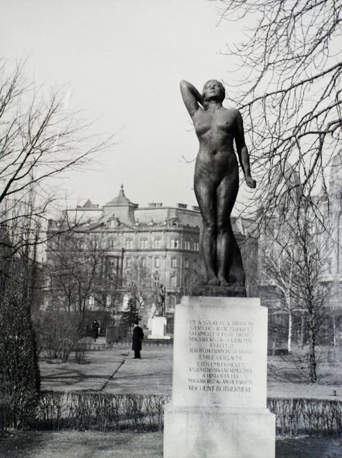 SzabadsagTer-1941-fortepan.hu-94471