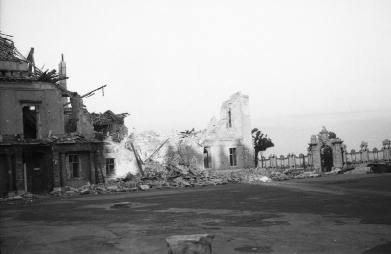 SandorPalota-1945-fortepan.hu-45563