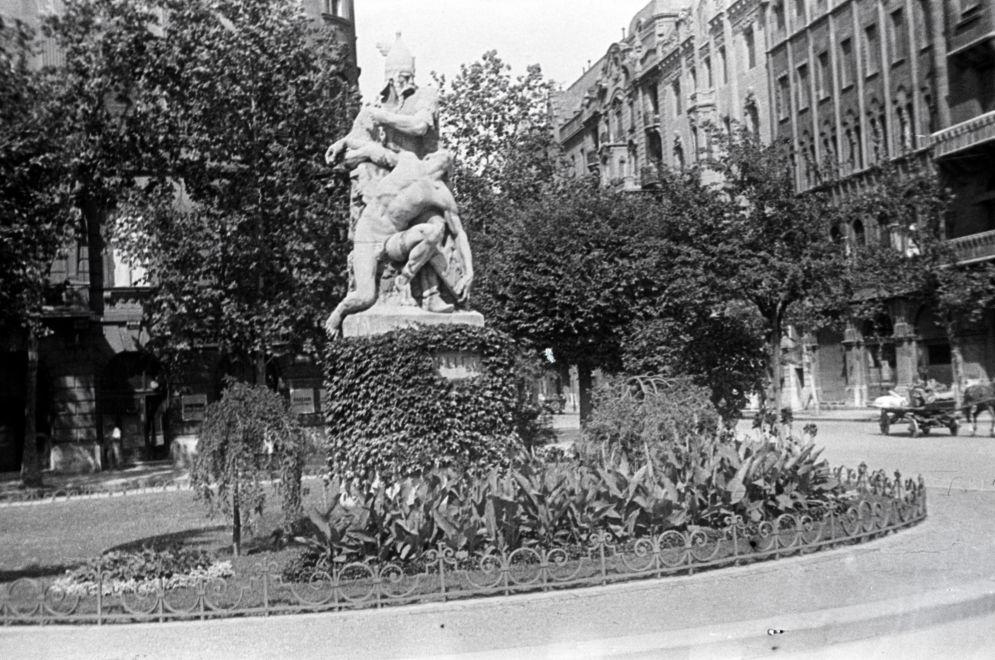 SzabadsagTer-1939Korul-fortepan.hu-174106