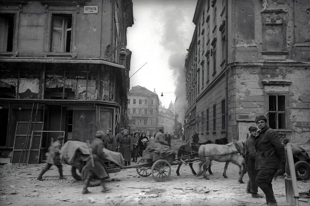 SzervitaTer-1945-fortepan.hu-175136