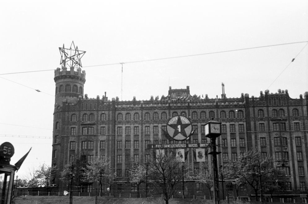VorosCsillag-Postapalota-1956Korul-fortepan.hu-170535
