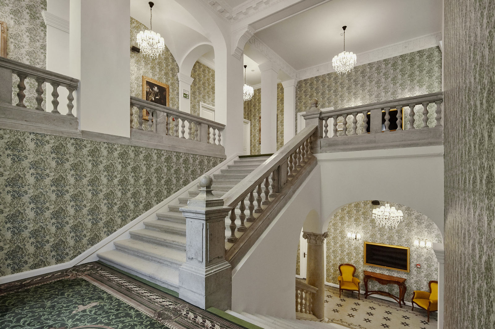 MysteryHotel-2019-stairs-1