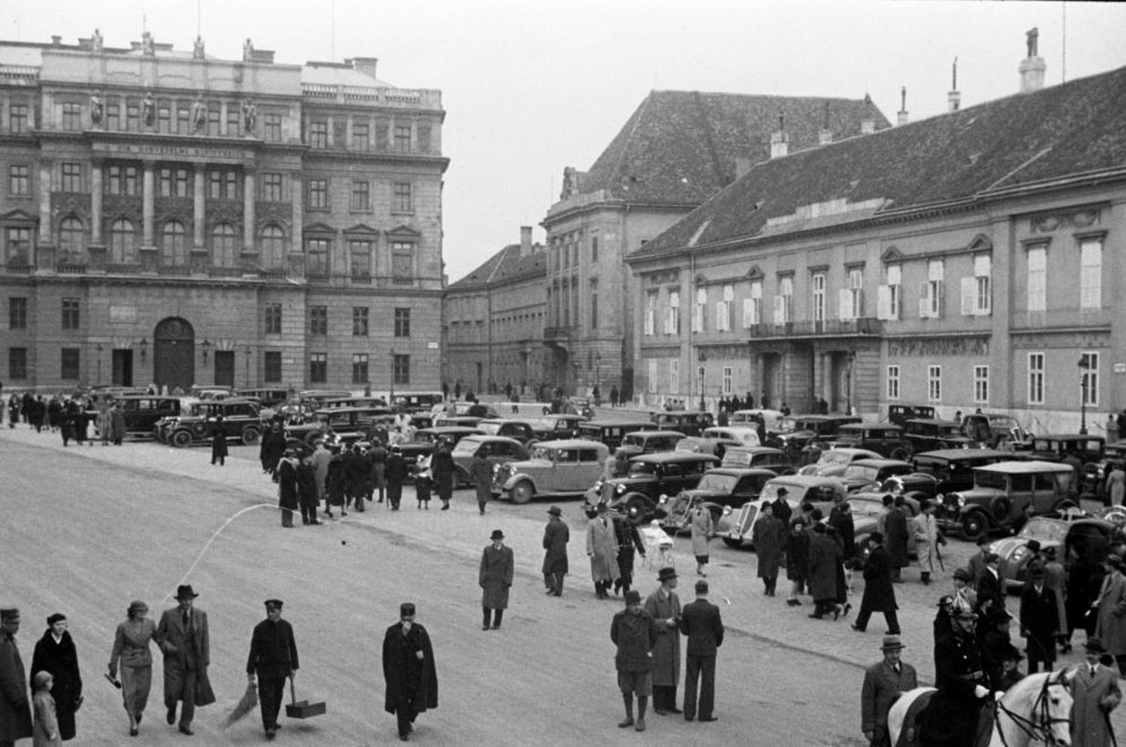 SzentGyorgyTer-1940Korul-fortepan.hu-180530
