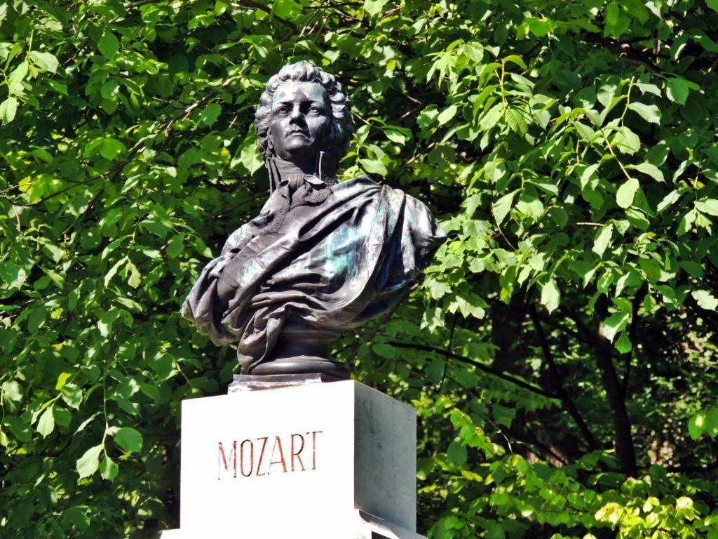 Kapuzinerberg - Mozart mellszobor a hegyen