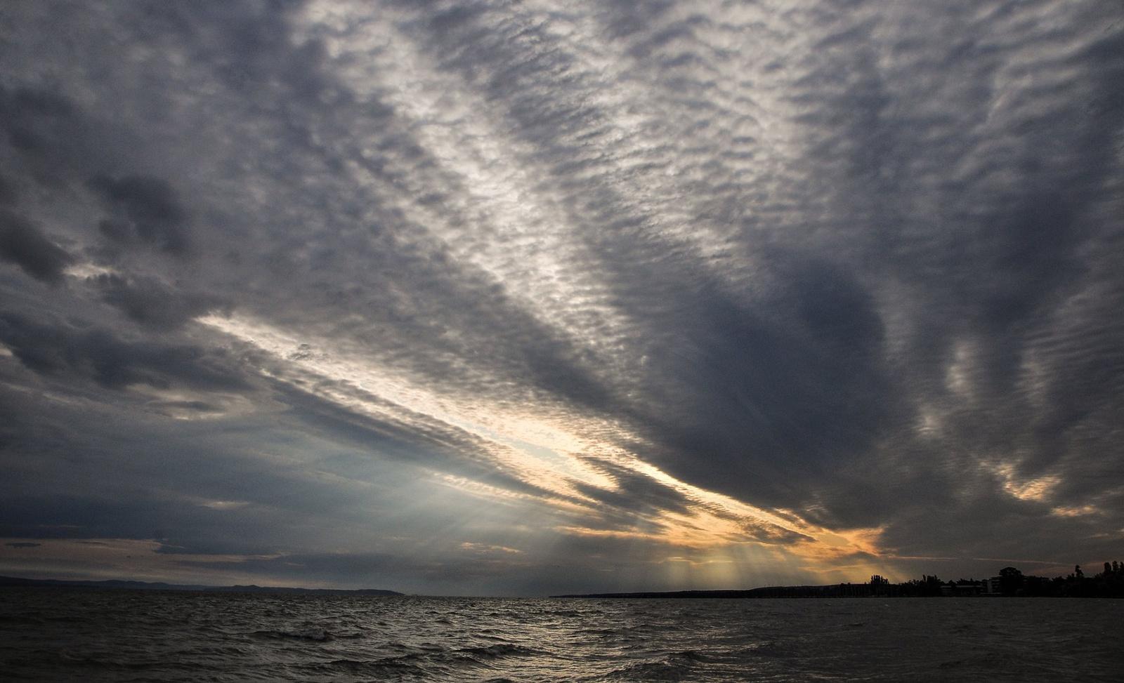 Felkelő nap a parton