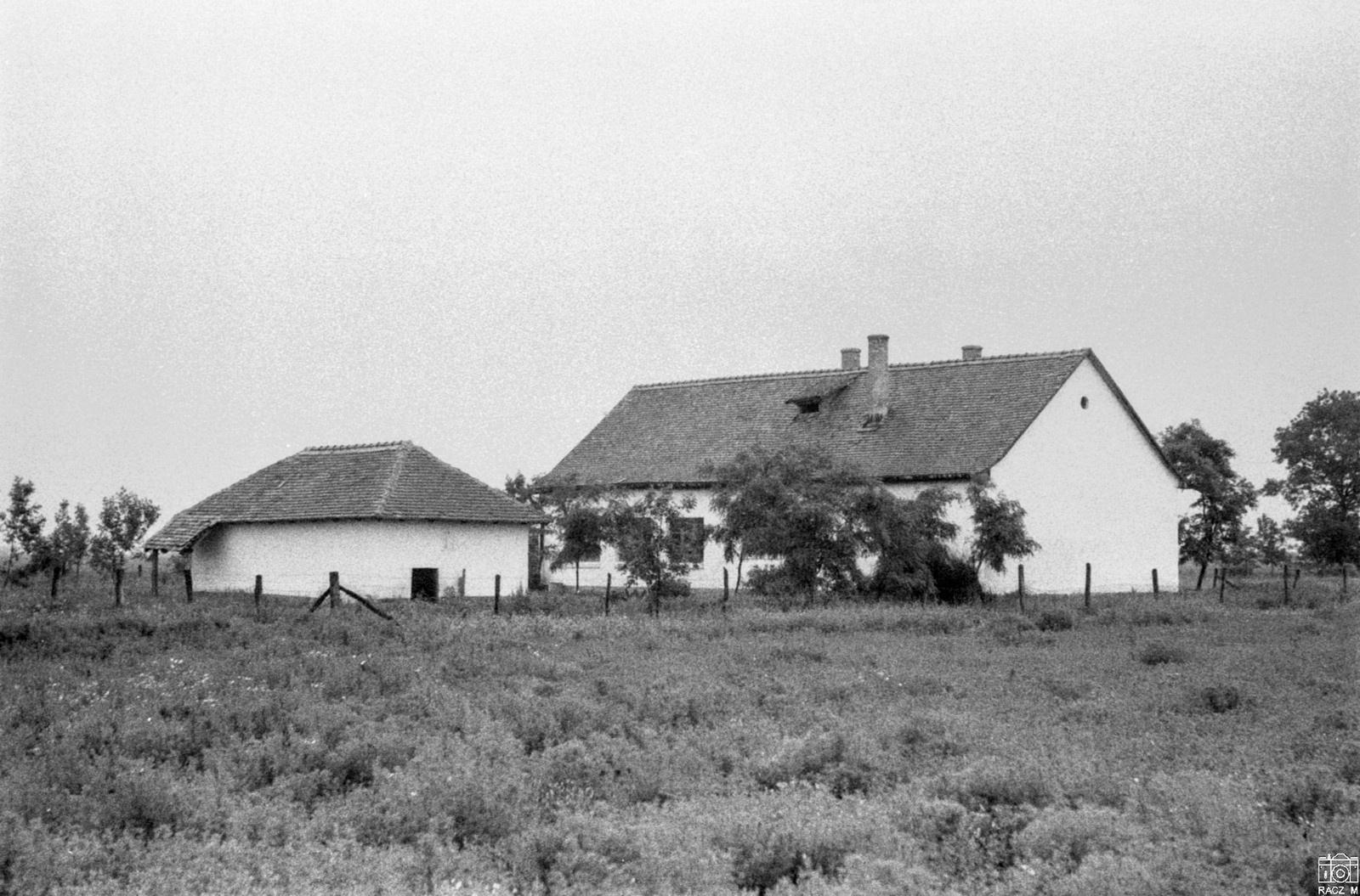 az iskola délnyugatról, 1973-ban
