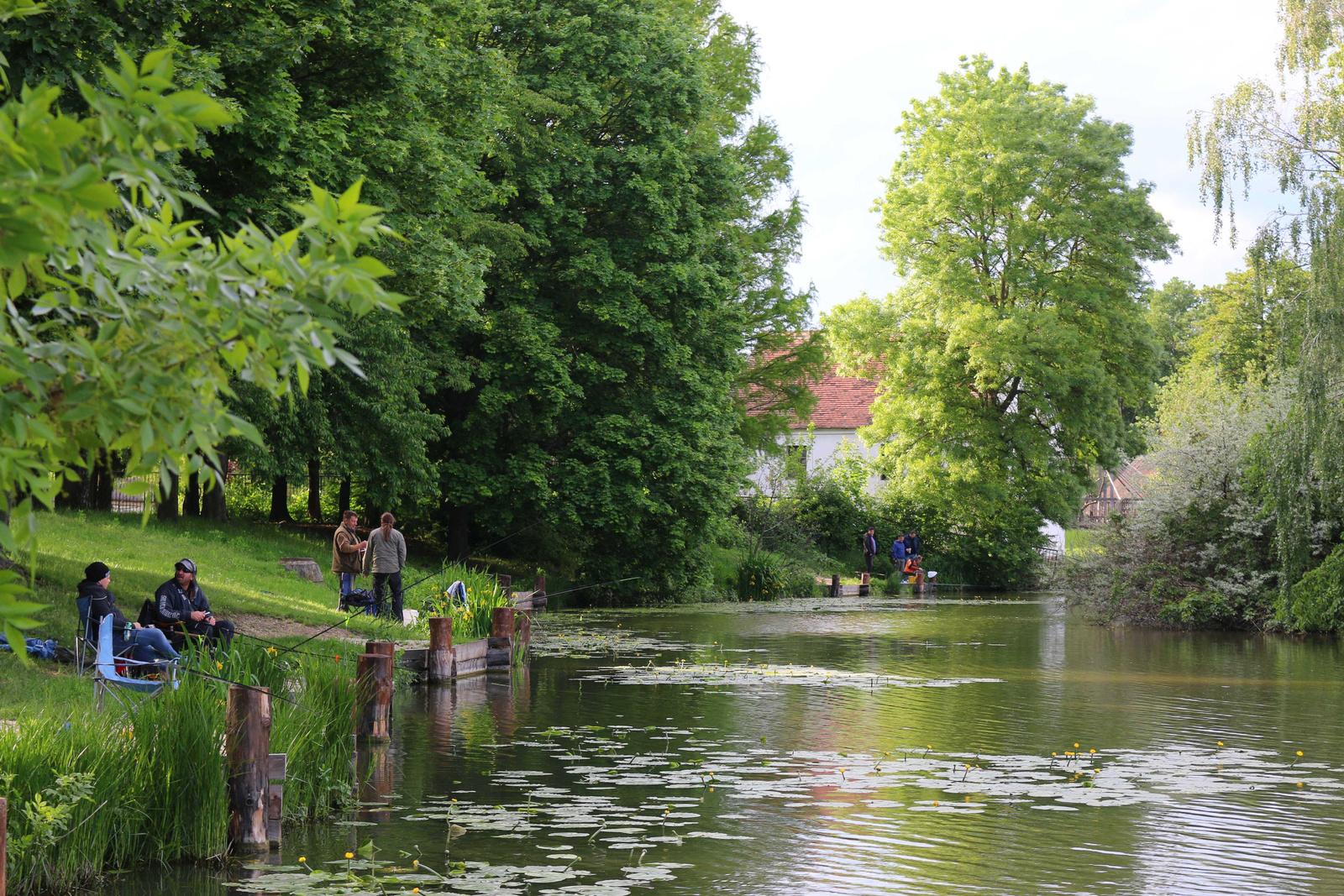 A tó 128