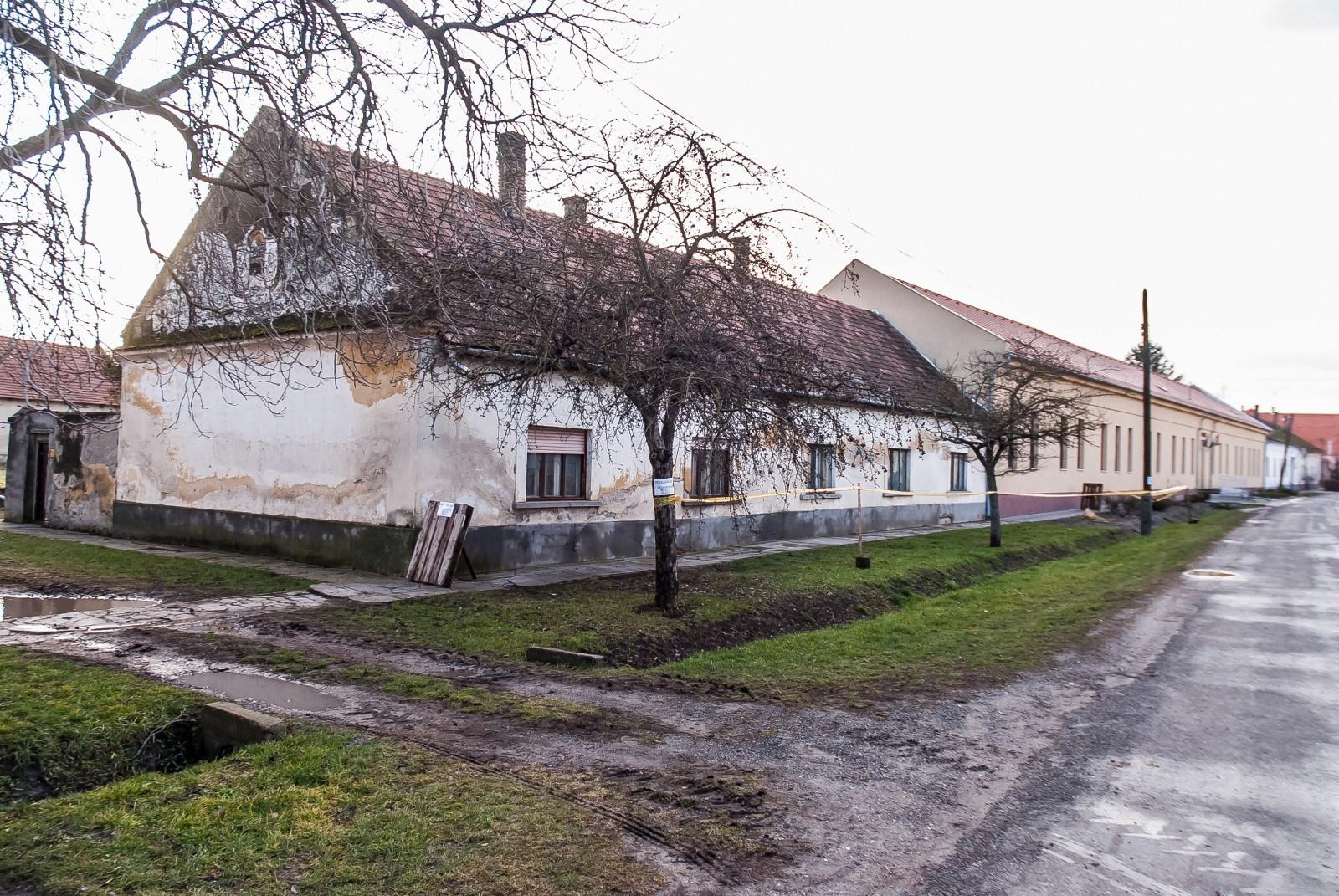 Béketér (régen) Petőfi utca felől