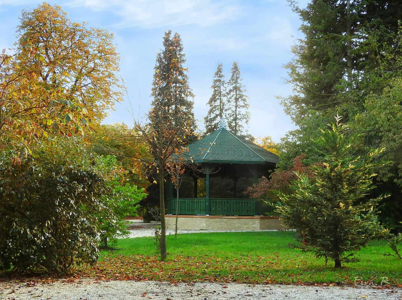 Zenepavilon Park Ősz