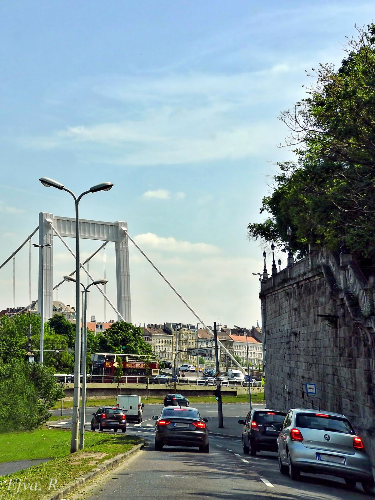 Úton Erzsébet híd Budapest