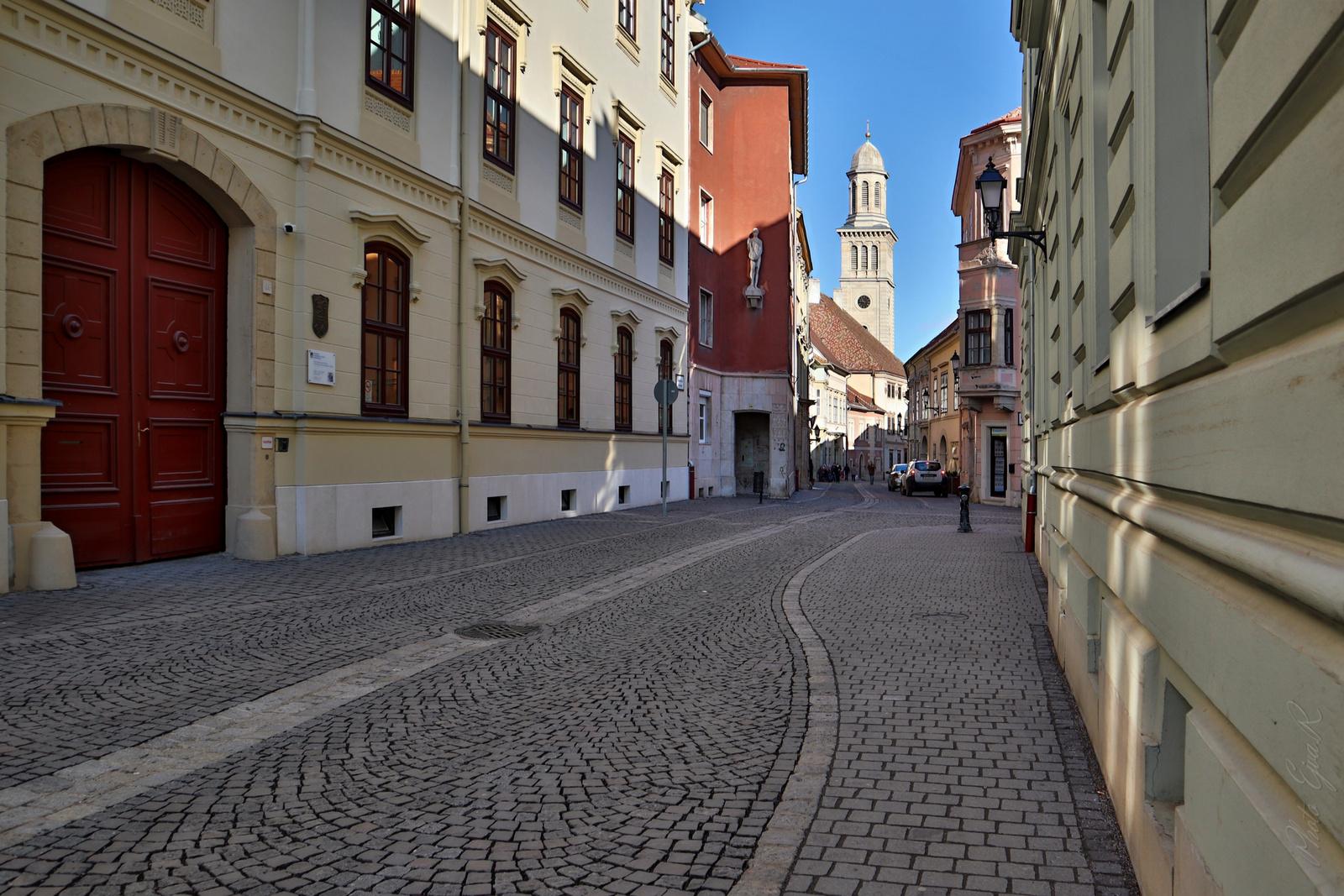 Sopron Utca Tél