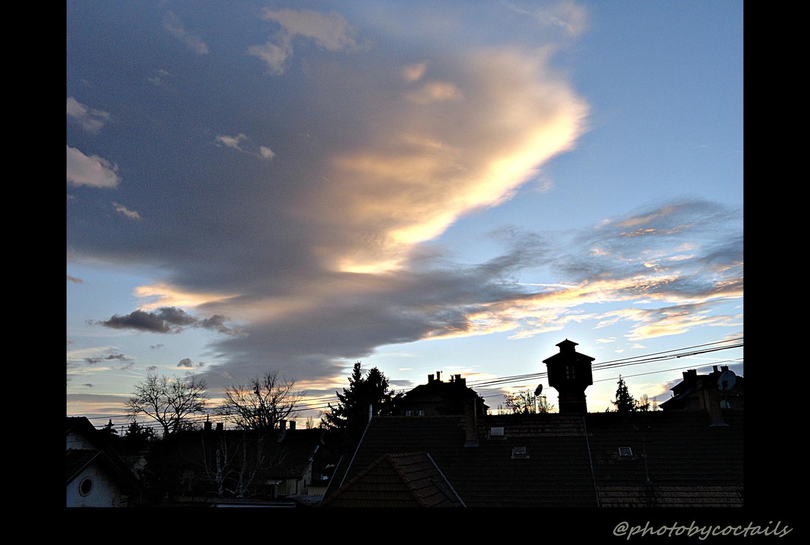 Viztorny felhőbe burkolva...