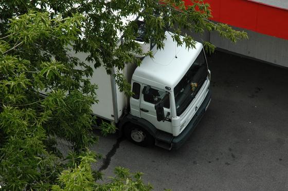 interaktivista: Spar kamion pakol az ablakunk alatt 1.
