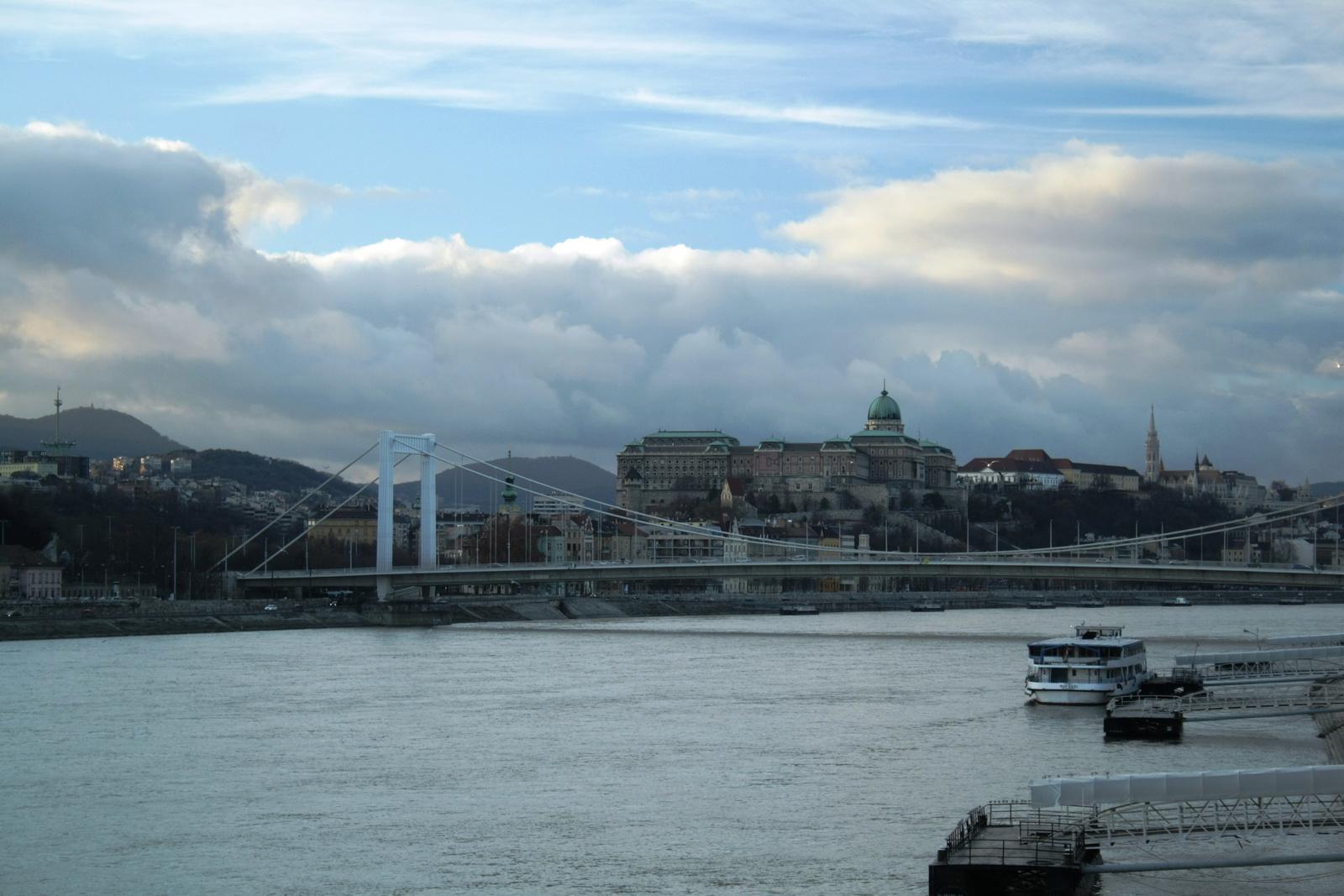 Felhők a város felett