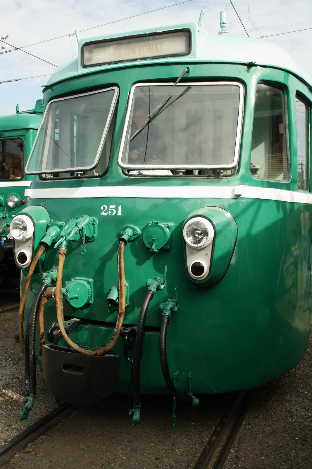 A nagy zöld gömbölyű...