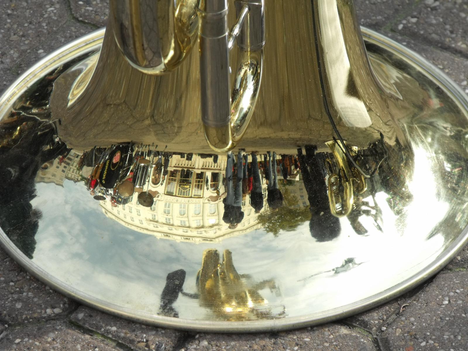 Fejreállt a világ... azaz pihen a trombita.