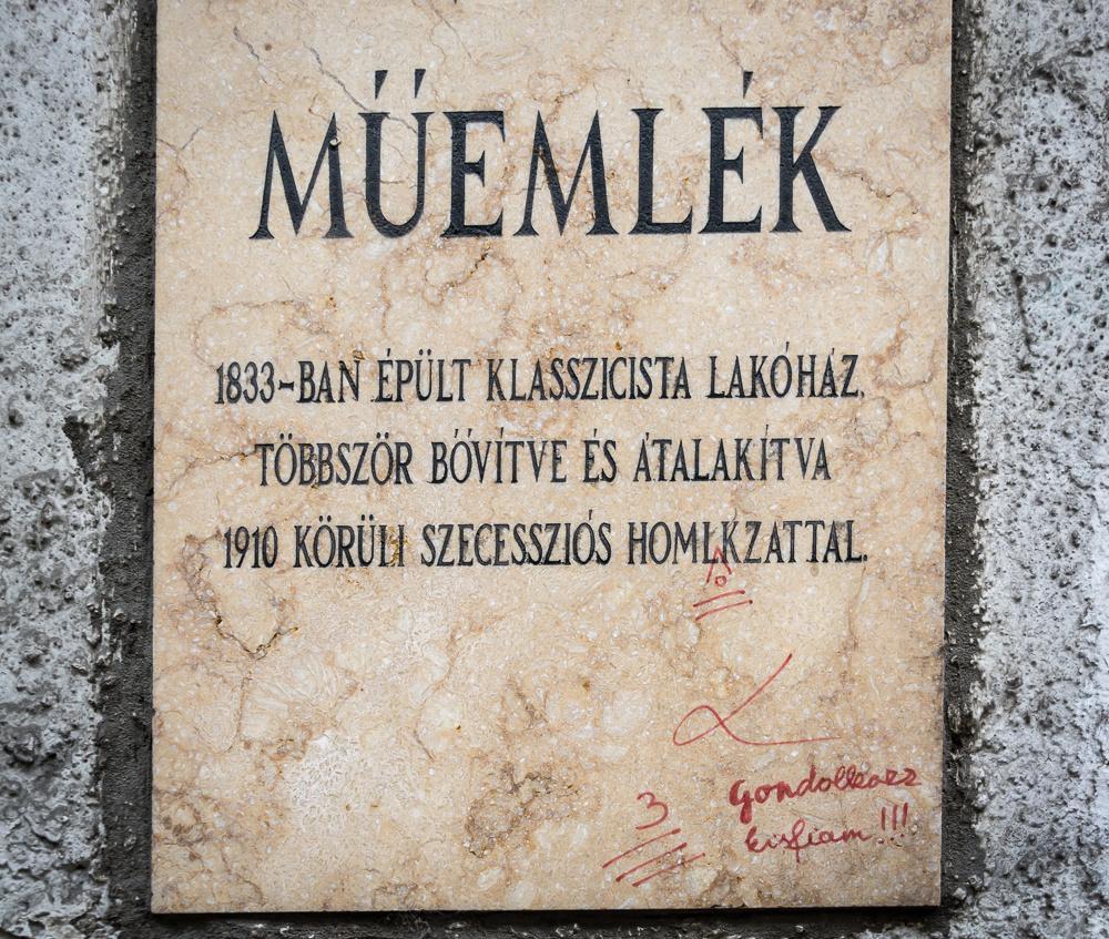 Fwd: Király utcában találtam - tábla elírás