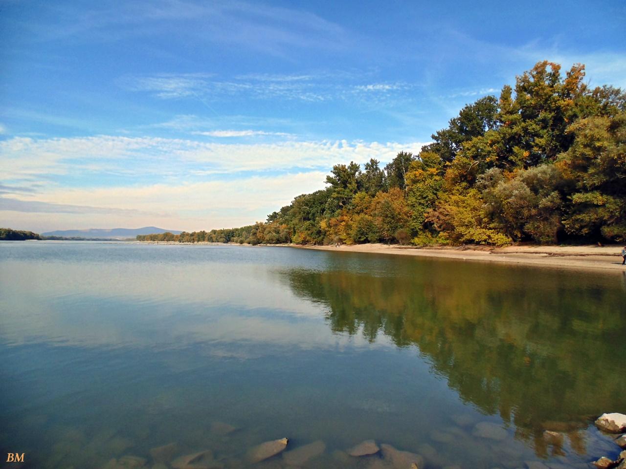 Dunapart a gátról