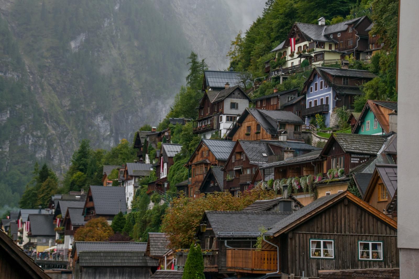 Házak a hegyoldalon