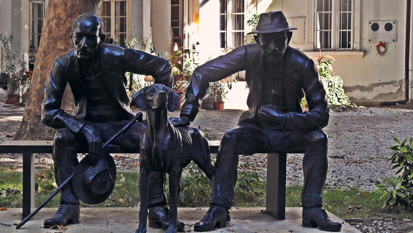 György és János szobra