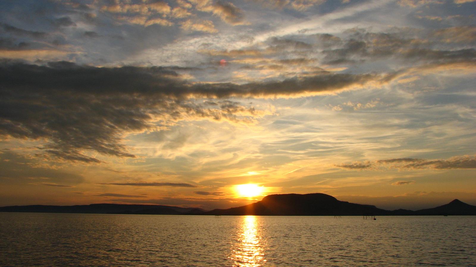 Kezdődik a naplemente