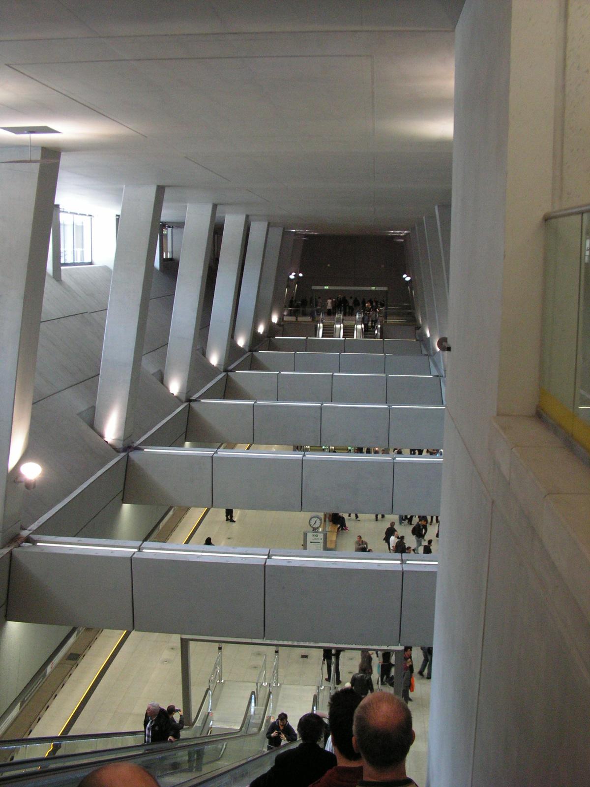 Budapest, a 4-es metró Baross téri megállója, SzG3