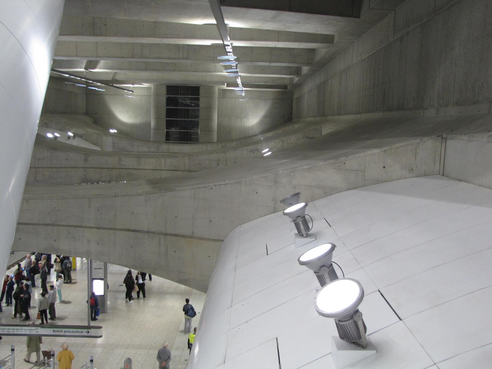 Budapest, a 4-es metró Kálvin téri megállója, SzG3