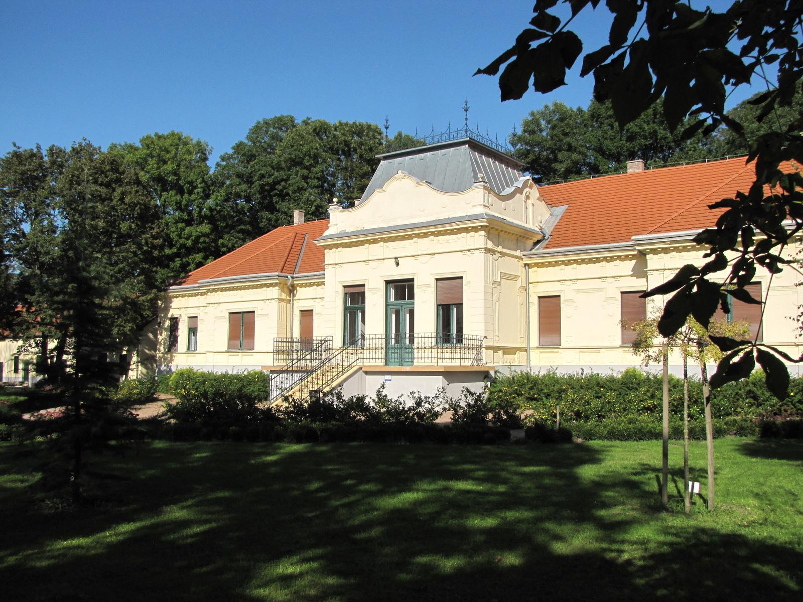 Kisbér, a Kiskastély (Kisbéri Helytörténeti Múzeum), SzG3