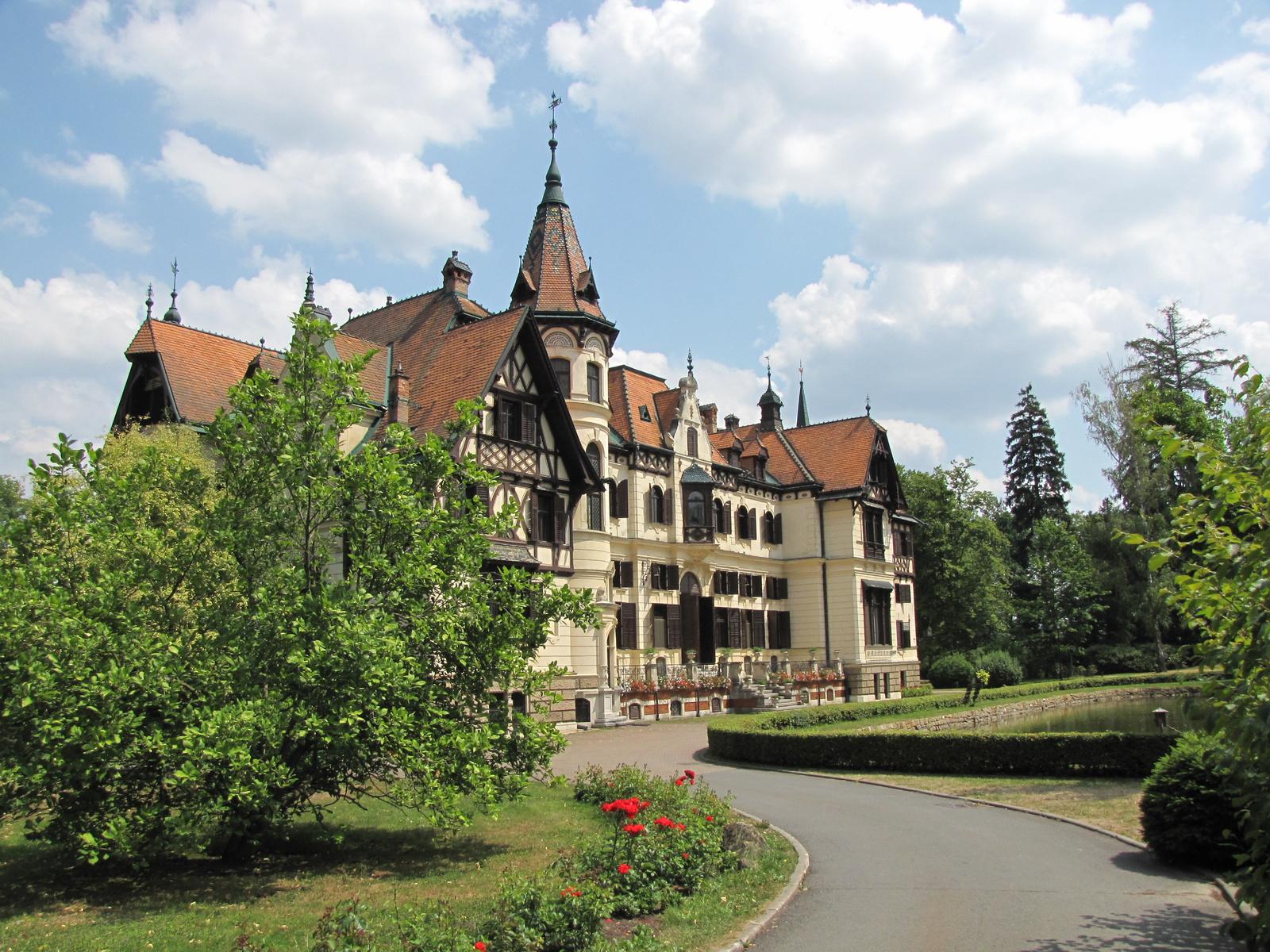 Zlín, Lesná, az állatkert, a kastély, SzG3
