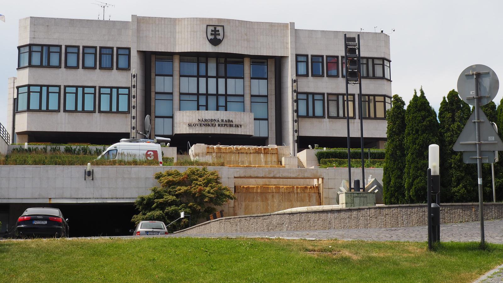 Pozsony, a Szlovák Parlament épülete, SzG3