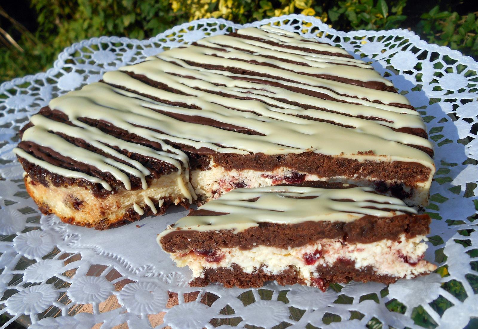 Reszelt túrós-vörös áfonyás sütemény