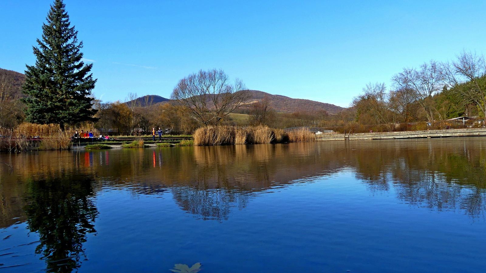 01 Tóstrandi tó