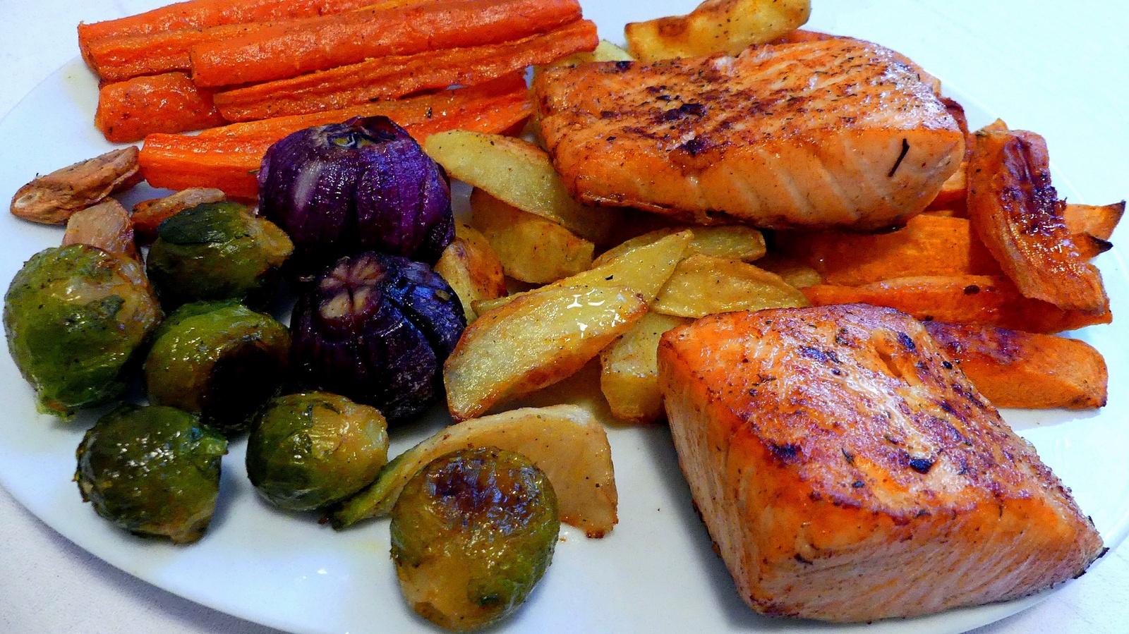 01 Bőrös lazac sült zöldségekkel