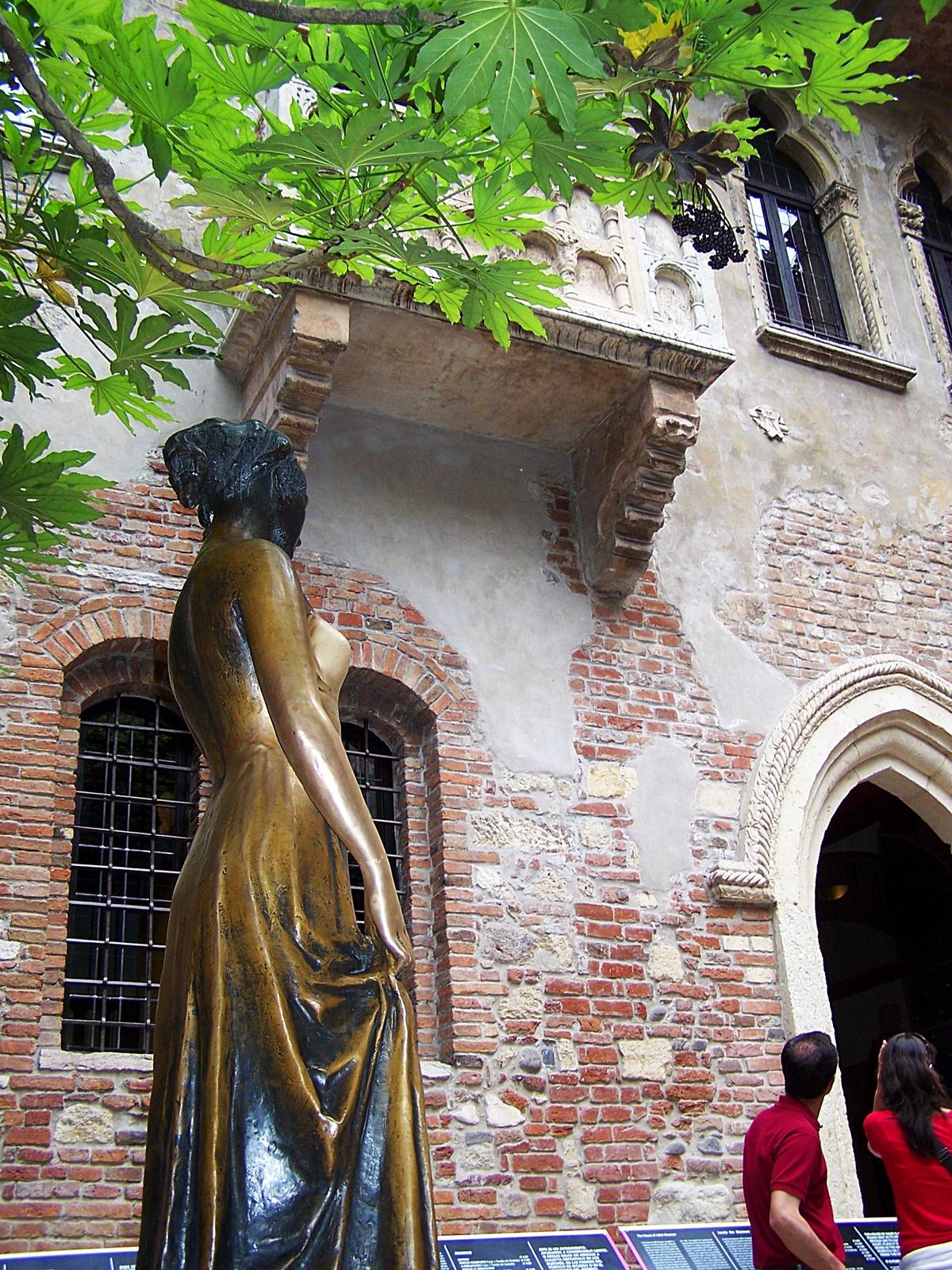 Júlia és erkélye