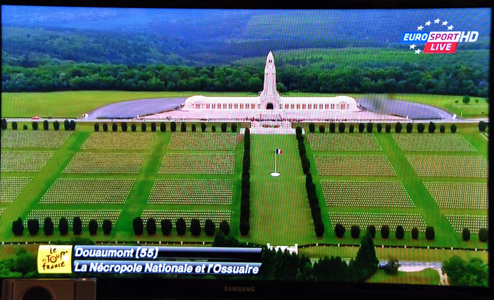 Világháborús emlékmű a Tour útvonalán