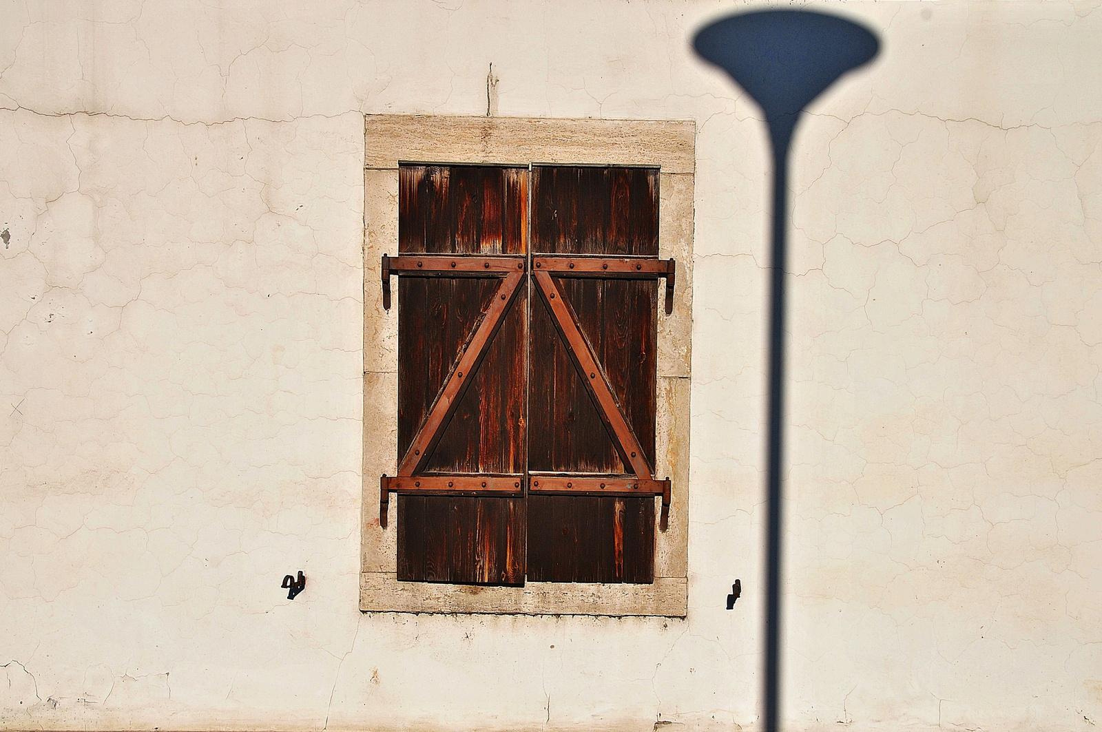 Kandeláberes ablak