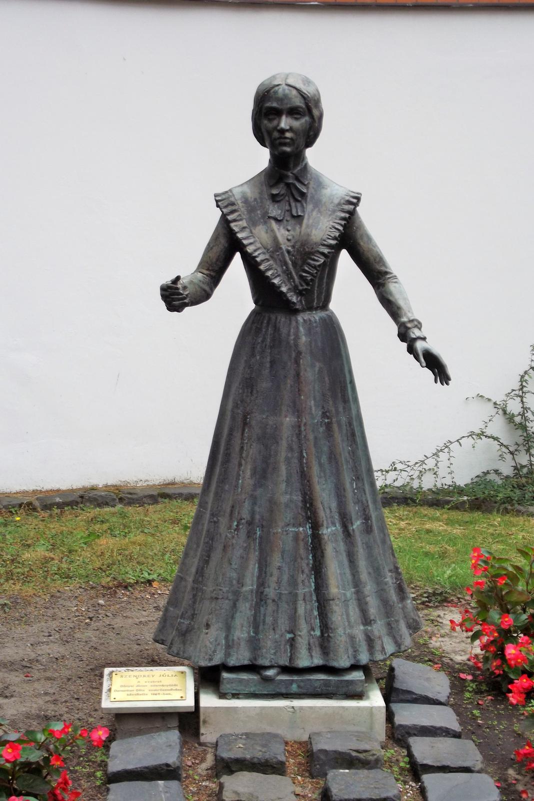 Szendrey Júlia szobra