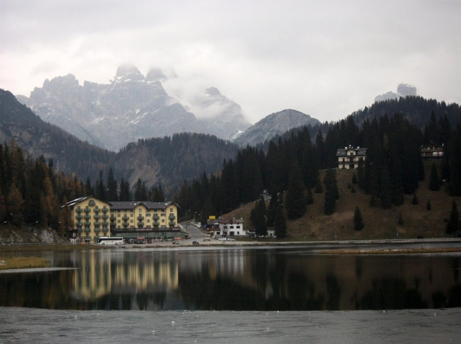 A Misurina-tó – háttérben a Drei Zinnen