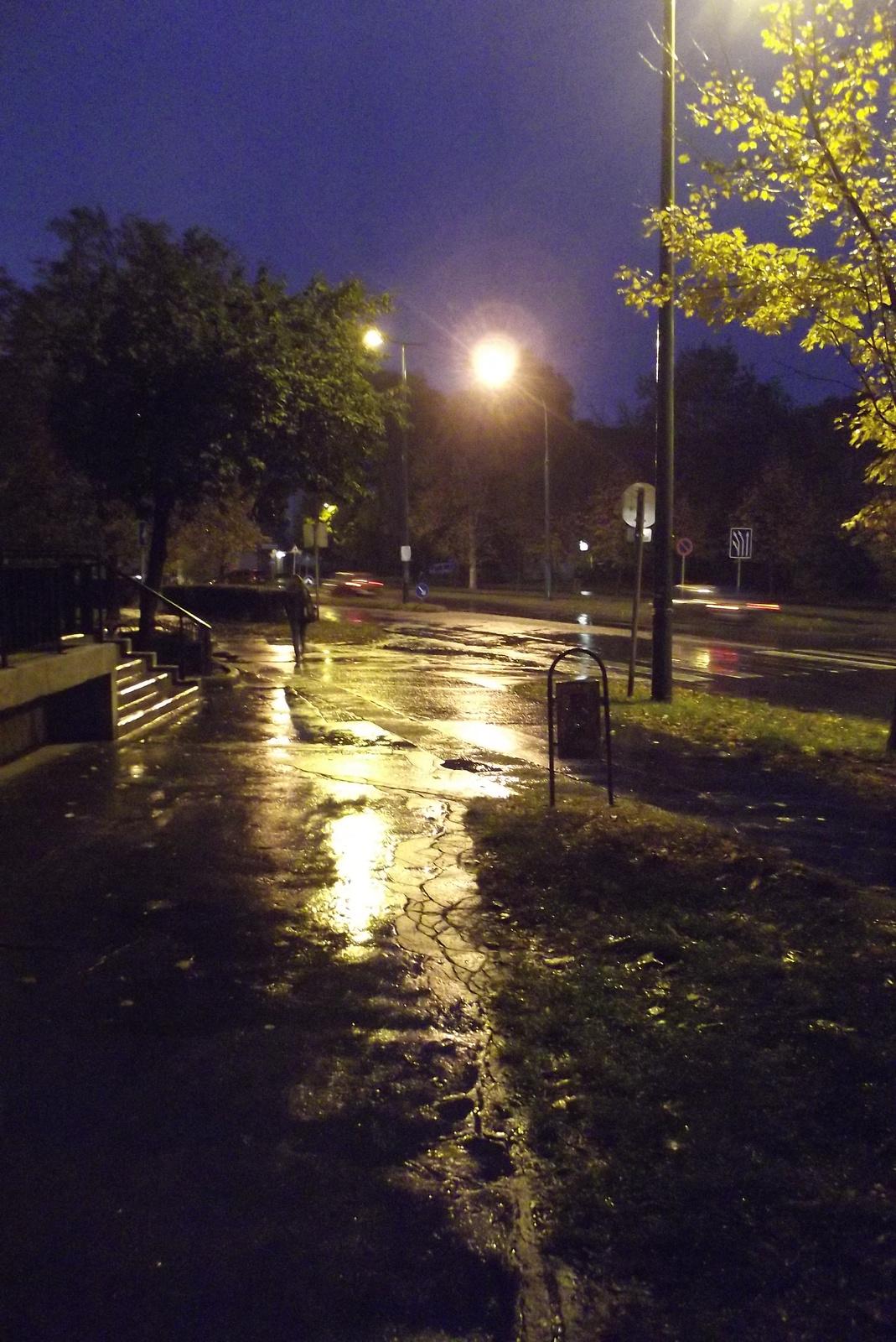 Esőben, este