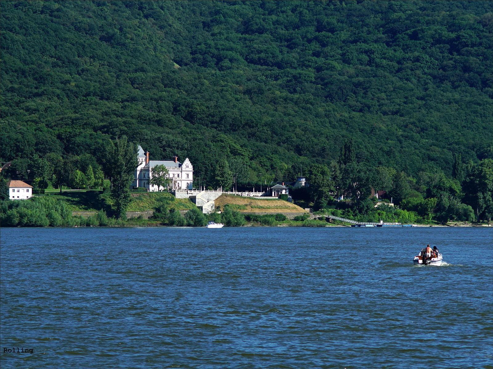 Duna mentén.